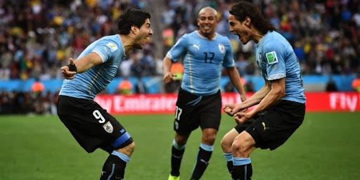 Le duo Suarez-Cavani fait trembler l'Italie