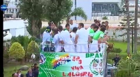 Vidéos de l'arrivée de l'équipe nationale