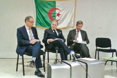 Situation politique en Algérie: Des opposants à Paris tirent la sonnette d'alarme