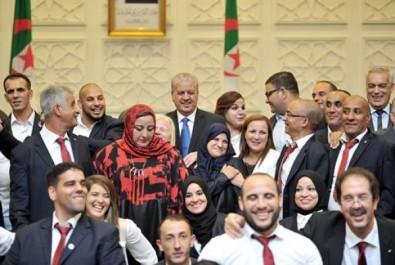 Les athlètes médaillés à rio honorés par la société générale algérie.