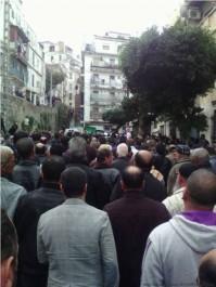 Les Algérois accompagnent en nombre la dépouille de cheikh Amar Ezzahi au cimetière El-Kettar