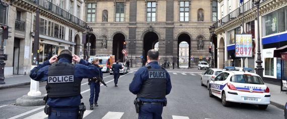 Deux policiers grièvement blessés dans la banlieue nord de Paris