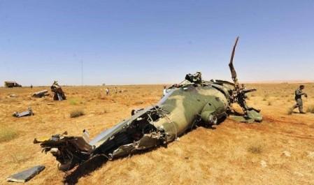 Hommage de Bouteflika et de Gaid Salah aux officiers tués lors du crash de leur hélicoptère