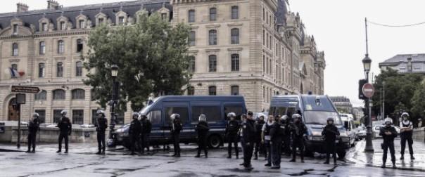 L'auteur de l'attaque devant Notre-Dame de Paris serait un doctorant algérien