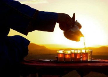 """Le """"thé de Timimoun"""" envahit les quartiers d'Alger et gagne en notoriété durant le Ramadan"""