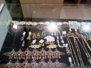 Face à l'envolée des prix de l'or: Les bijoux fantaisie comme palliatifs