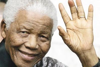 Emission d'un timbre-poste en hommage à Nelson Mandela à l'occasion du centenaire de sa naissance