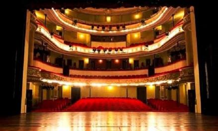 Le théâtre algérien lié le long de son histoire à la société et aux événements vécus