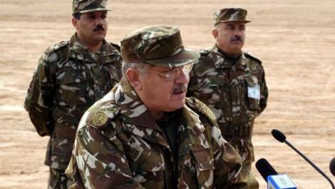 Gaïd Salah réaffirme à Béchar l'importance de rehausser le niveau d'instruction des Forces armées