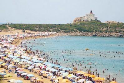 Plus de 130 millions personnes ont fréquenté les plages algériennes cet été