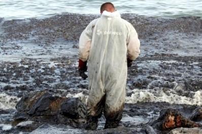 Grèce Début de pollution près d'Athènes après le naufrage d'un pétrolier