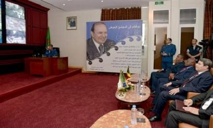 Le ministre de l'Intérieur de la République du Congo effectue une visite au Centre de commandement et de contrôle de la DGSN