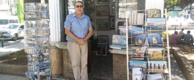 Dans le kiosque de Zinedine Zebar plus que des images, la vie qui les anime