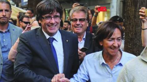 Puigdemont n'accepte pas sa destitution et appelle à «s'opposer» à Madrid