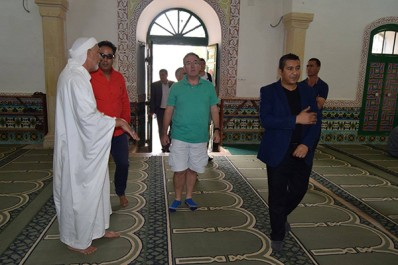 La visite de l'ambassadeur britannique à la zaouia El Hamel suscite la polémique