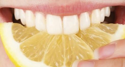 Le citron blanchit les dents