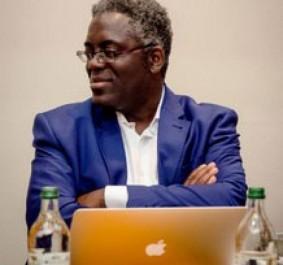 entretien : Lareus Gangoueus, bloggeur critique littéraire : «Le livre numérique est la solution transfrontalière»