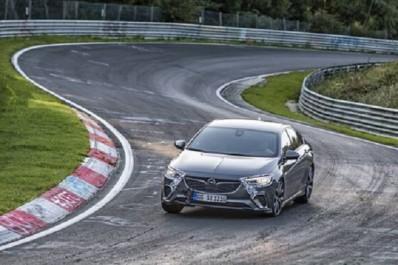 Groupe PSA : La nouvelle Opel Insignia GSi plus rapide que l'ancienne OPC sur la boucle nord du Nürburgring