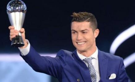 Cristiano Ronaldo sacré joueur de l'année FIFA 2017