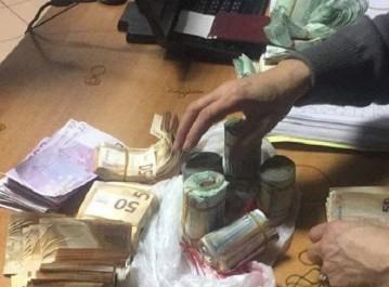 Aéroport d'Alger : Un passager arrêtée avec une grosse somme en euros et en dollars