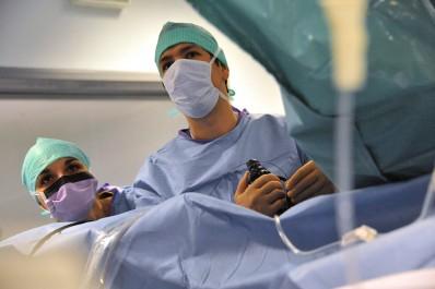 Elargir la chirurgie laparoscopique à tous les établissements hospitaliers