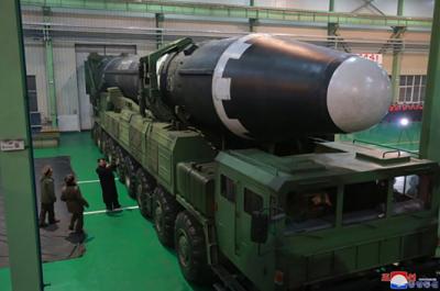 Tir du missile Hwasong-15 par Pyongyang