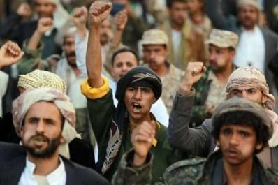 Les Houthis menacent les navires de la coalition sous commandement de Riyad