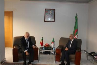 Industrie Automobile : Yousfi évoque le développement du partenariat industriel avec les ambassadeurs tunisien et portugais
