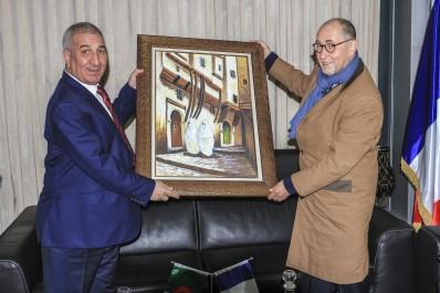 L'ambassadeur de France en visite aux usines de Condor