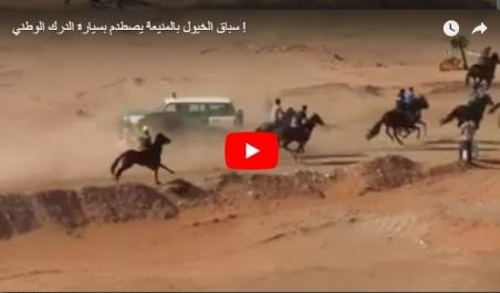Vidéo- Algérie: Un véhicule de la Gendarmerie percute 4 cavaliers lors d'une course de chevaux