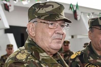 Gaid salah lors de sa visite à la première région militaite : «Les terroristes n'ont aucune autre issue»