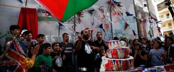 """Palestine: Banksy organise une """"cérémonie d'excuses"""" pour la déclaration Balfour"""