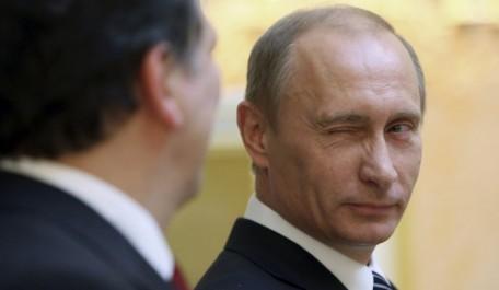 Russie: Poutine place des médias étrangers sous surveillance