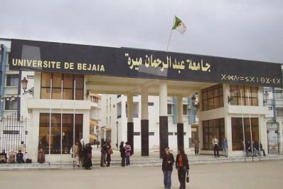 Tandis que le cnes dénonce le rectorat : Les étudiants bloquent le campus de Béjaïa