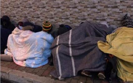 Des étudiants zimbabwéens manifestent devant leur ambassade à Alger