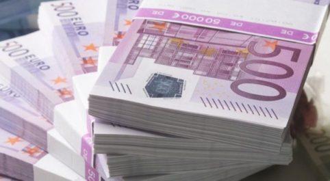 Un réseau de faussaires démantelé à biskra : 51.000 euros en faux billets saisis