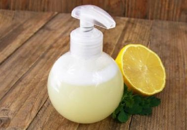 Une lotion faite maison pour nettoyer et blanchir la peau