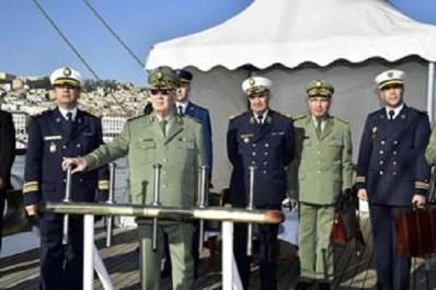 """Gaid salah , lors de sa visite au commandement des forces navales  """"Il faut atteindre les plus hauts niveaux opérationnels"""""""