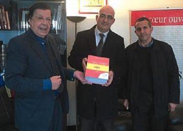 Le 1er grand dictionnaire en tamazight remis à Ahmed Fattani