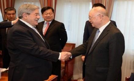 Ouyahia reçoit le vice-président du Comité national de la Conférence consultative politique du peuple chinois