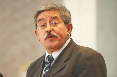 Polémique sur tamazight : Le Premier ministre ouvre le feu sur le PT