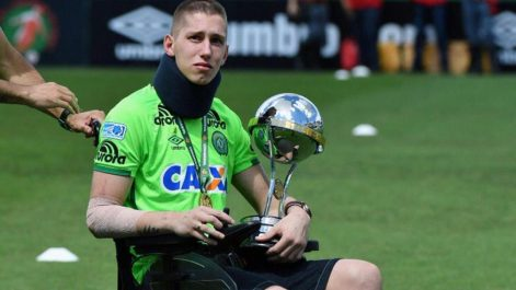 Jackson Follmann un des survivants du crash de Chapecoense rejoue au football (Vidéo)