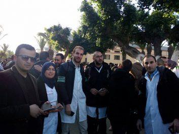 Des centaines de médecins résidents manifestent à Oran (Vidéo)