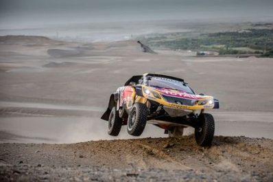 Dakar 2018 (Etape 5) : Nouvel victoire de Peterhansel, abandon de Loeb