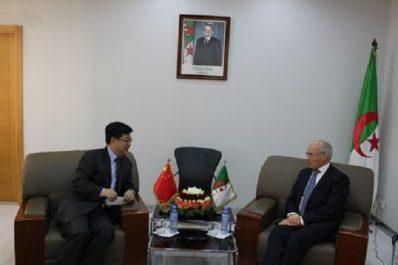 Sous-traitance : Le ministre de l'Industrie et des Mines reçoit l'ambassadeur de la République de Chine