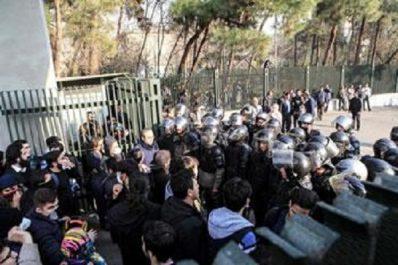 Des manifestations violentes ont fait 12 morts en iran : Qui veut la fin des ayatollahs?