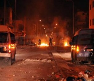 Des manifestations violentes , des arrestations et un mort en tunisie : Le mois de janvier est encore chaud