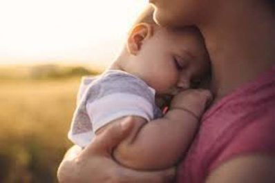Journée internationale des câlins : Quels sont leurs bienfaits sur les bébés ?