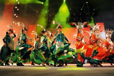 Le « Théâtre de danse et de chant de Guangxi » en Algérie