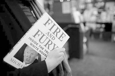 """Tous les exemplaires vendus en treize minutes : L'énorme succès du livre """"Feu et fureur"""" sur Trump"""